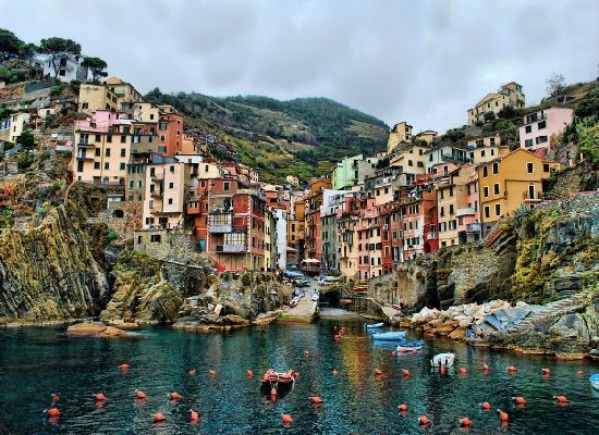 the-picturesque-riomaggiore-of-cinque-terre-italy